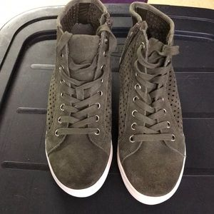 NWOT Army green STEVE MADDEN high top sneakers